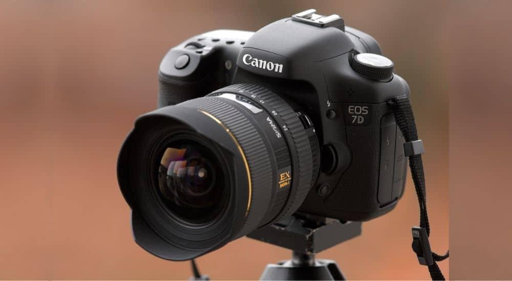 Ngoại hình canon eos 7d